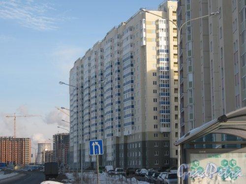 Пр. Героев, дом 26. Строящееся здание (рядом с домом 12 корпус 1 по ул. Маршала Захарова). Вид с ул. Маршала Захарова. Фото 28 января 2013 г.