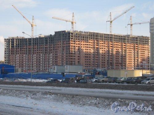 Строительство ЖК «Ленинский Парк». Общий вид со стороны пр. Героев. Фото 28 января 2013 г.