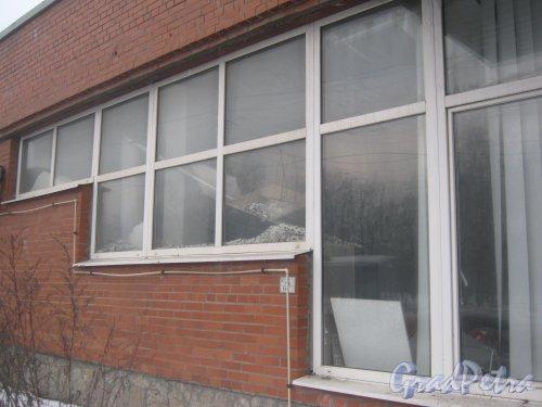 Тихорецкий пр., дом 26. Фрагмент здания со стороны фасада и разрушенные внутренние помещения. Фото 17 февраля 2013 г.