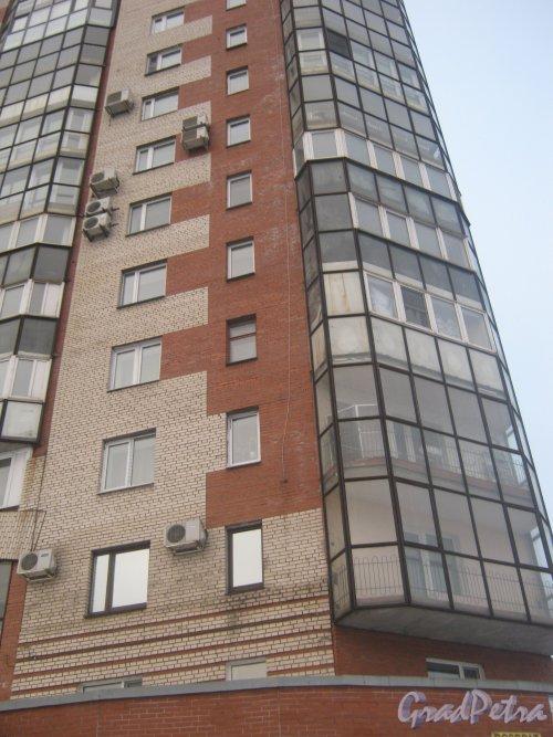 Тихорецкий пр., дом 26. Фрагмент здания со стороны фасада. Фото 17 февраля 2013 г.