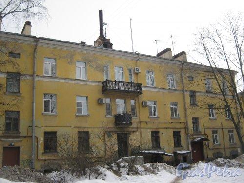 Пр. Энгельса, дом 8. Фрагмент здания со стороны двора. Фото 26 февраля 2013 г.