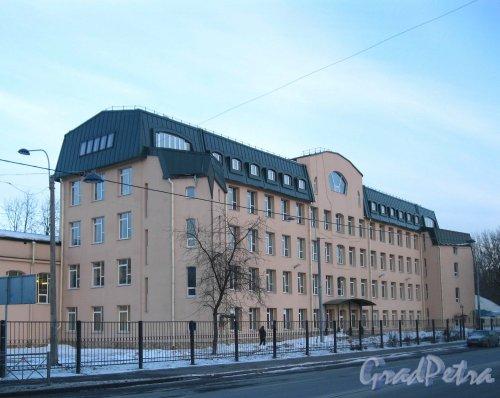 Пр. КИМа, дом 1, литера А. Общий вид здания со стороны проспекта КИМа. Фото 2 марта 2013 г.