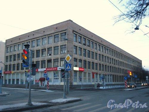 Пр. КИМа, дом 6. Общий вид здания научно-производственного предприятия «Сигнал». Фото 2 марта 2013 г.