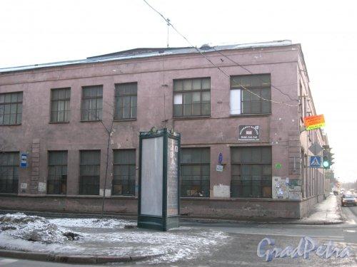 Малый проспект В.О., дом 52. Угловая часть производственного здания. Фото 2 марта 2013 г.
