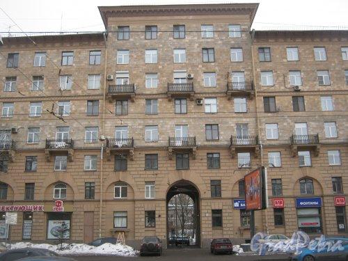Пр. Энгельса, дом 15, литера З. Центральная часть фасада. Фото 26 февраля 2013 г.