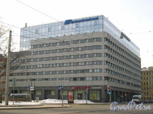 Средний проспект В.О., дом 88. Общий вид бизнес-центра «Baltis Plaza». Фото 3 марта 2013 г.