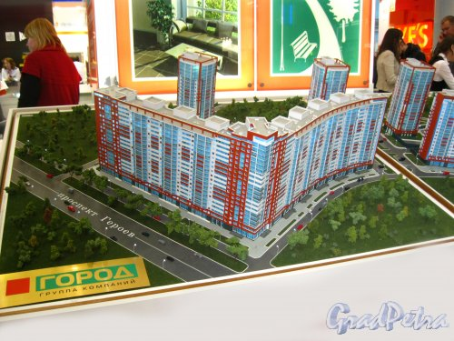 Корпуса жилого комплекса «Ленинский парк» со стороны проспекта Героев (макет). Фото 3 марта 2013 г.