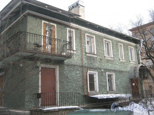Пр. Энгельса, дом 16. Общий вид со стороны дома 14. Фото 26 февраля 2013 г.