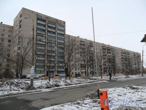 Проспект Ветеранов, дом 149. Вид со стороны проспекта Ветеранов. Фото 11 марта 2013 г.
