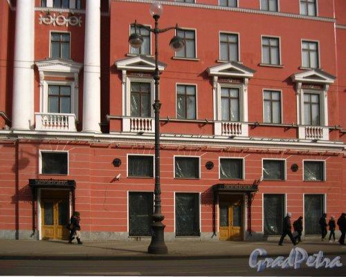 Невский проспект, дом 68. Фрагмент фасада здания после реконструкции. Фото 19 марта 2013 г.