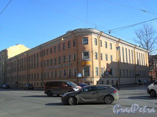 Старо-Петергофский проспект, дом 4. Угол Рижского и Старо-Петергофского проспектов. Фото 19 марта 2013 г.