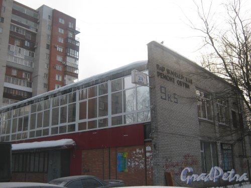 Тихорецкий пр., дом 9, корпус 5. Фрагмент здания со стороны дома 9 корпус 3. Фото 17 февраля 2013