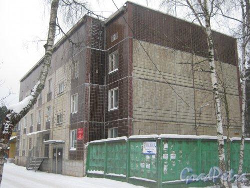 Лен. обл., Гатчинский р-н, пос. Вырица (пгт), Коммунальный пр., дом 14. Общий вид здания. Фото 20 февраля 2012 г.