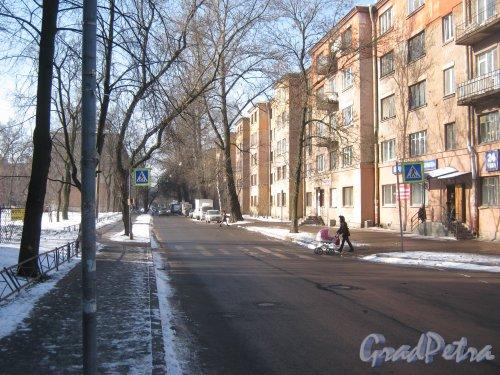 Лесной пр., дом 59, корпус 6 (справа) и перспектива ул. Александра Матросова от Парголовской ул. в сторону Лесного пр. Фото 10 марта 2013 г.