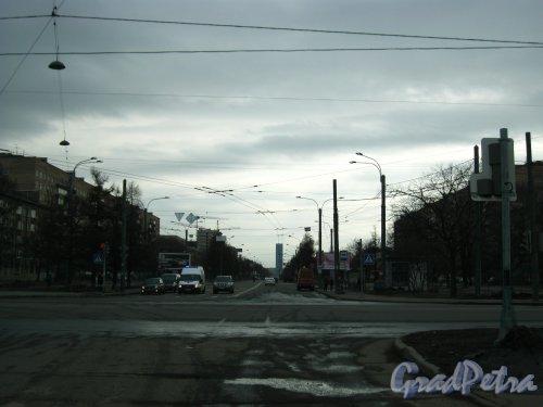 Перспектива Новоизмайловского проспекта от Благодатной улицы в сторону площади Конституции. Фото 16 апреля 2013 г.