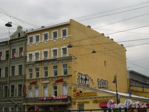 Лиговский пр., дом 115А. Вид здания, после строительства мансарды. Фото 23 апреля 2013 года