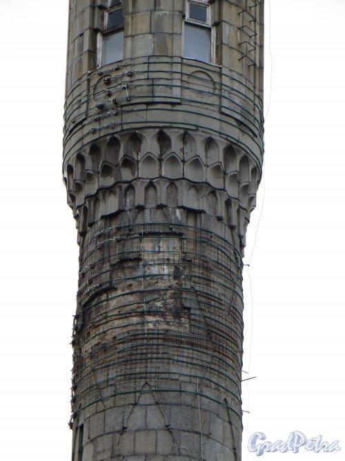 Кронверкский пр., дом 7. Аварийный участок минарета Соборной мечети. Фото 30 апреля 2013 г.