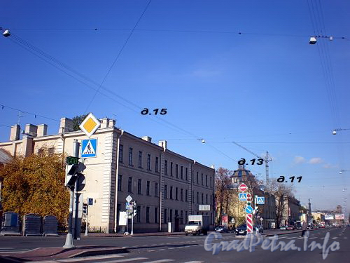 Дома 15, 13, 11 по Измайловскому проспекту. Фото октябрь 2008 г.