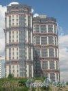 ул. Доблести, дом 7, блок В (слева) и дом 7, корпус 1 по ул. Доблести (справа). Общий вид с Ленинского пр. Фото 30 мая 2013 г.