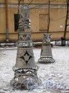 Загородный пр., д. 28. Двор. Шахматная детская площадка. Фрагмент. Фото март 2012 г.