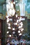 Торговый зал «Елисеевского» гастронома. Настенный светильник. Фото апрель 2012 г.