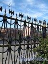 Рижский пр., д. 3, кор. 2, лит. Б. Санкт-Петербургский архитектурно-строительный колледж Решетка сквера и вид на Фонтанку. Фото июнь 2012 г.