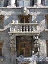 Большой пр., П.С., д. 77. Доходный дом К. И. Розенштейна. Фрагмент фасада. Фото июль 2012 г.