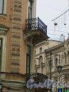 Литейный проспект, дом 23 / улица Пестеля, дом 25. Балконы 2-го и 3-го этажей в угловой части здания. Фото 9 января 2014 года.