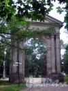 Гатчинский (Дворцовый) парк. Адмиралтейские ворота. Вид с парковой стороны. Фото июль 2006 г.