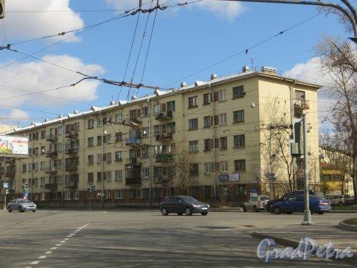 Лесной проспект, дом 37, корпус 1. Общий вид жилого дома со стороны перекрестка Лесного проспекта и Литовской улицы. Фото 6 мая 2013 года.