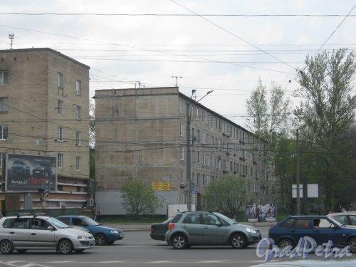 Дальневосточный пр., дом 62, корпус 1 (в центре фото). Общий вид с Народной ул. Фото 13 мая 2013 г.