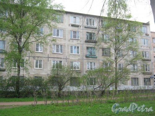Дальневосточный пр., дом 61. Правая часть фасада. Фото 13 мая 2013 г.