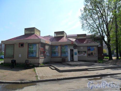 Новоколомяжский проспект, дом 12, корпус 4. Торговый павильон. Фото 19 мая 2013 г.
