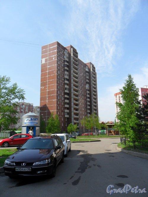 Новоколомяжский проспект, дом 12, корпус 3. Вид дома со двора. Фото 19 мая 2013 г.