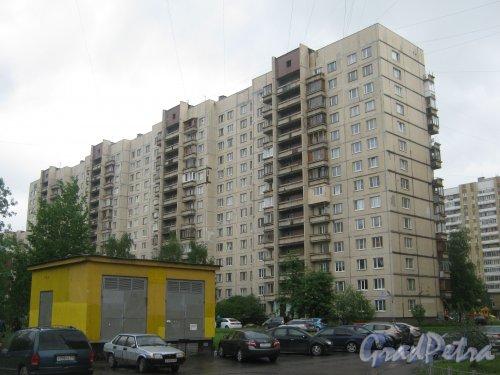 Ленинский пр., дом 96, корп. 2. Общий вид со стороны дома 96, корпус 1. Фото 26 мая 2013 г.
