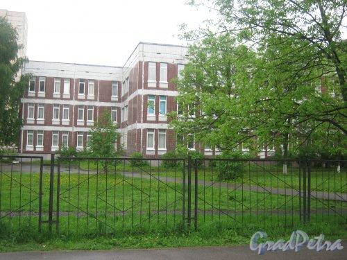 Ленинский пр., дом 94, корп. 2. Общий вид со стороны дома 96, корпус 1. Фото 26 мая 2013 г.
