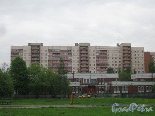 Пр. Маршала Жукова, дом 33, корпус 3. Общий видсо стороны домов 30 и 28 корпус 2 по ул. Маршала Казакова. Фото 26 мая 2013 г.