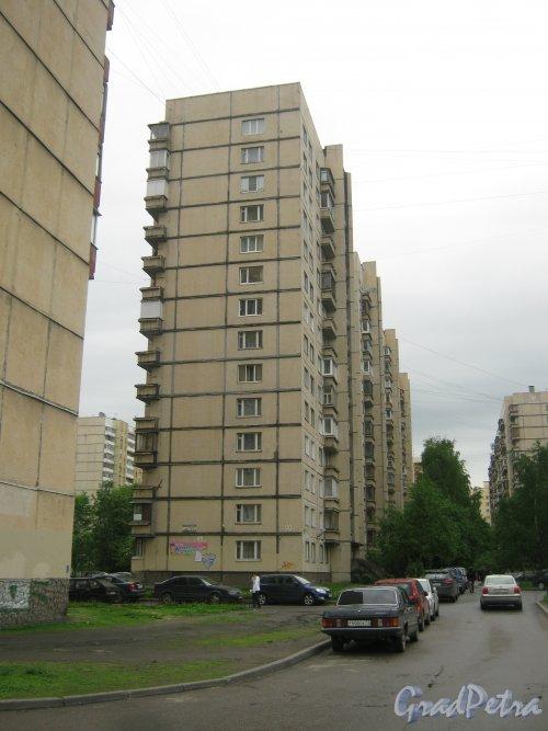 Ленинский пр., дом 96, корпус 3. Фрагмент здания со стороны дома 28 корпус 3 по ул. Маршала Казакова. Фото 26 мая 2013 г.