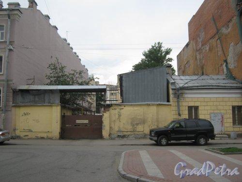 Лиговский пр., дом 74. Фрагмент территории. Вид с ул. Черняховского. Фото 10 июня 2013 г.