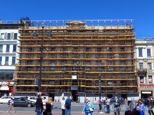 Невский проспект, дом 48. Ремонт фасада универмага «Пассаж». Фото 18 июня 2013 г.