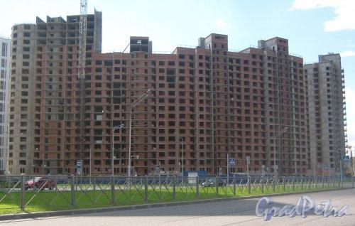 Пр. Кузнецова, дом 11. Вид с ул. Маршала Казакова на строящийся дом. Фото 30 мая 2013 г.