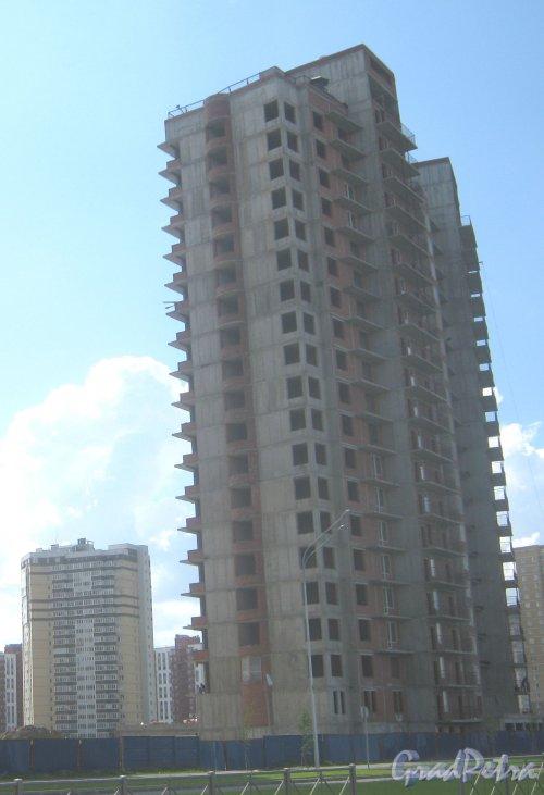 Пр. Кузнецова, дом 11, корпус 3. Вид с ул. Маршала Казакова на строящийся дом. Фото 30 мая 2013 г.
