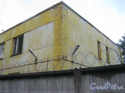 Московский пр., дом 83. Фрагмент здания со стороны Мал. Митрофаньевской ул. Фото 11 июня 2013 г.