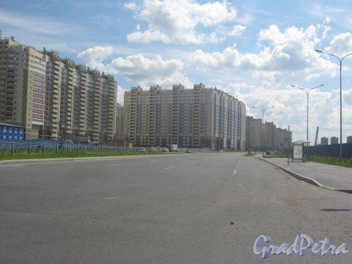 Пр. Героев, дом 26 (в центре фото). Вид с Ленинского пр. Фото 30 мая 2013 г.