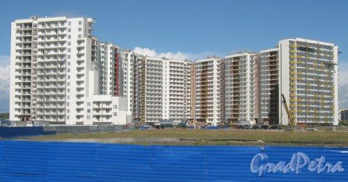 Дальневосточный пр., дом 10. Строительство жилого дома. Общий вид с Дальневосточного пр. Фото 16 августа 2013 г.
