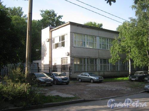 Волковский пр., дом 146, корпус 2. Фрагмент здания. Вид с Козловского пер. Фото август 2013 г.