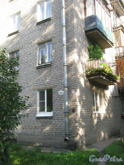 Волковский пр., дом 144. Фрагмент здания. Вид с Козловского пер. Фото август 2013 г.