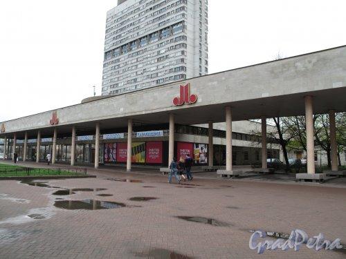 Внутренний дворик Универмага Московский