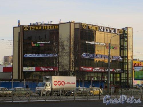 Проспект Просвещения дом 80, корпус 3. Здание торгового комплекса. Фото 30 ноября 2013 г.