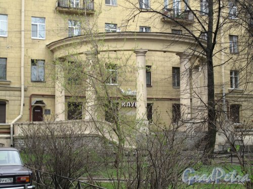 Московский пр., дом 151жилой дом. Ротонда в центральной части здания. Фото 2013 года.